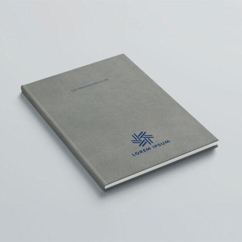 Εκτύπωση λογοτύπου στο εξώφυλλο ή οπισθόφυλλο του βιβλίου με την μέθοδο της θερμοτυπίας σε χρώμα επιλογής ανάμεσα σε μαύρο, λευκό, μπλε, γαλάζιο, γκρι ανοιχτό, πράσινο, κίτρινο και μπορντό.
