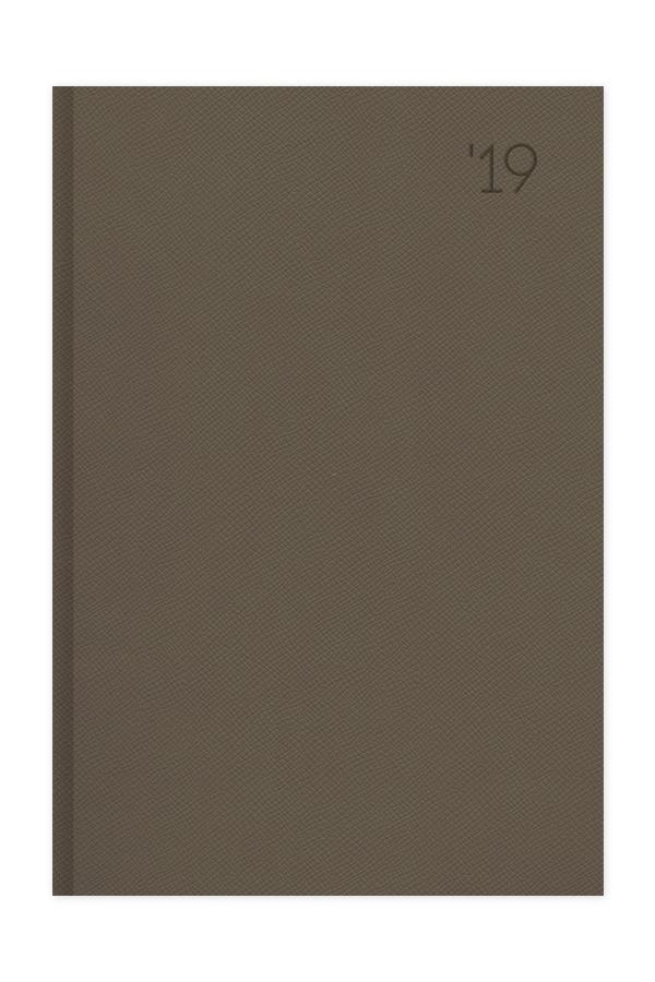 ημερολόγιο 2019 με ανάγλυφη υφή σε προσφορά χρώμα καφέ tobacco, εξώφυλλο με αφρολέξ και πυρογραφία, κλασσική βιβλιοδεσία με ορθές γωνίες