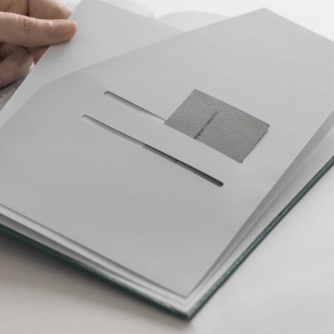 Ένθεση φακέλου εγγράφων στο τέλος του βιβλίου