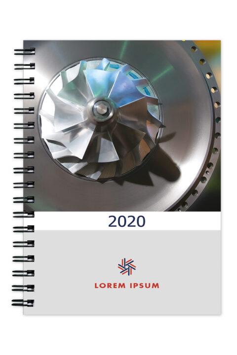 ημερολόγιο με έγχρωμο σκληρό εξώφυλλο και ειδικό σχεδιασμό. Spiral βιβλιοδεσία, ορθές γωνίες και με δυνατότητα καλύμματος PVC