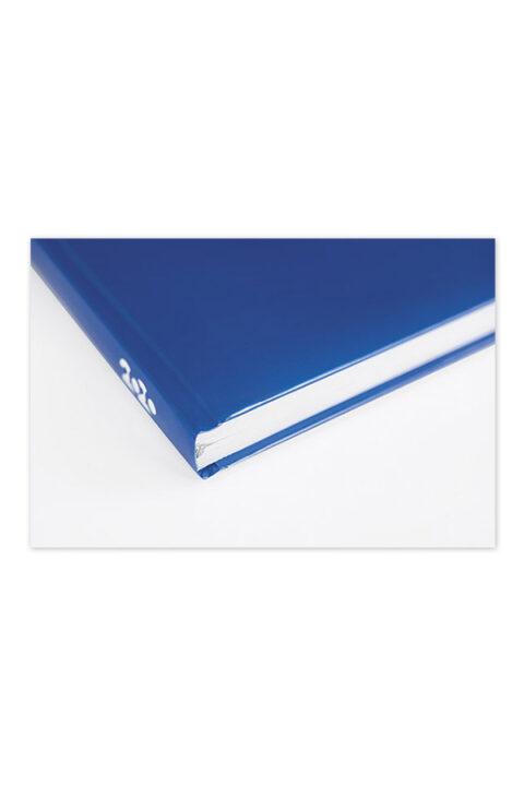ημερολόγιο με έγχρωμο εξώφυλλο και ειδικό σχεδιασμό. Κλασσική βιβλιοδεσία, soft (με αφρολέξ εντός της επένδυσης) με ορθές γωνίες.
